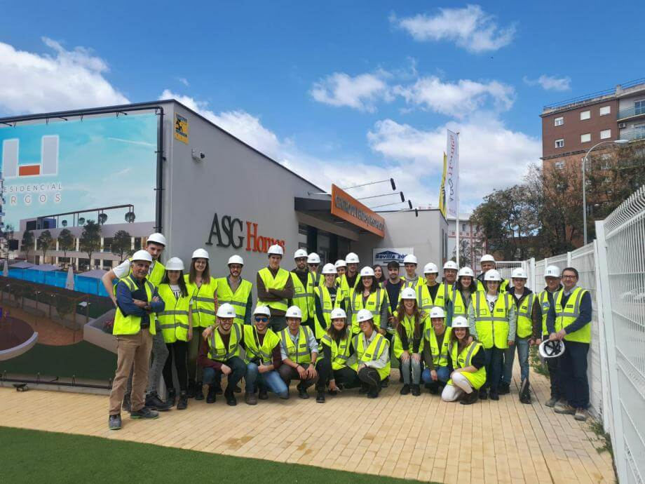 Students from Seville's Higher Technical School of Architecture visit Residencial Argos